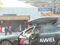 Huawei's AI-powered smartphone drives a Porsche