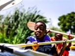 #BeautifulNews: Cruising through Khayelitsha on a canoe