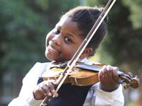 #BeautifulNews: The eight-year-old violinist carrying courage on her shoulder