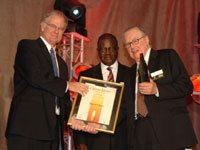 Raymond Louw receives the Mondi Shanduka Lifetime Achiever Award
