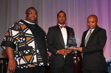 Winner of the Top Young Black Entrepreneur of the Year – Mfundo Wiseman Thango from Mpilende Foods (Pty) Ltd – category sponsored by BANKSETA. Max Makhubalo, CEO of BANKSETA and Tyrone Naidoo, MD of BEE Online with Mfundo Wiseman Thango.