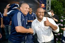 Heart 104.9FM listener Lowellan West with Stormers scrum half Ricky Januarie