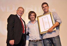 Copywriter Nico Botha (right) and art director Renier Zandberg (middle), receive their gold Pendoring award in the category Original Afrikaans from Japie Gouws, chairman of the Pendoring Board, for their fun and fresh Exclusive Books campaign. This campaign also landed them the sought-after Pendoring Prestige Award which includes an overseas study trip.