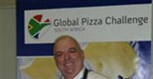Peter Goffe-Wood, of Wild Woods Bistro and Bar Hout Bay, with his winning Cape Malay-inspired Ostrich Bobotie pizza.