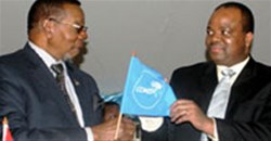 L to R: King Mswati III and President Mutharika