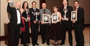 (L - R): Derek Smith of The Coffee Stop, winner of the Newcomer Franchisor of the Year; Tonie Roskell of The Coffee Stop, winner of the Franchisor: Leading Developer of Emerging Entrepreneurs award; Gerald and Cedric Brown of DoRego's, winner of the Franchisor of the Year Award; Masurick van der Walt of Tina Cowley Reading Centre, winner of the Franchisee of the Year Award; and Renier Hattingh and Riaan van den Berg of Scooters Pizza, winners of the Brand Builder of the Year Award.