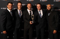 Oscar Pistorius hands over outstanding contribution trophy to Proteas