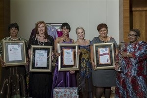 Clover Mama Afrika's award winning Mamas with Professor Elain Vlok: Mama Dinah - Special Acknowledgement, Mama Rina - Top Achiever of the Year, Mama Daphne - Business Women of the Year, Mama Selestien - Performer Extraordinaire and Mama Florence - Mama of the Decade.