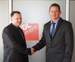 From left- Cape Wood Projects co-founder Wayne van de Venter shakes hands with GL events South Africa CEO, Mark Strydom.	 - GL events Oasys