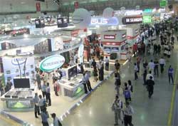 People throng the halls of the Computex show in Taiwan. Image: