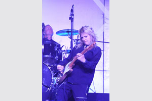South African rocker Karen Zoid (pictured) entertained the crowd at the Pendoring Advertising Awards, that was held at Vodacom World in Midrand on 24 October. Zoid was joined by Jay du Plessis, Nandi Mngoma and the Horizon Duo for the evening's entertainment.