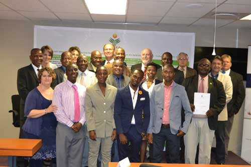 Delegates who have successfully completed the Agricultural Enterprise Management Programme, with representatives from Agri SA, Agri SETA and CE at UP.