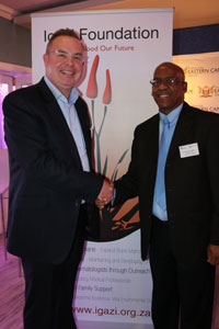 The Eastern Cape Department of Health announced a three-year partnership with Algoa FM on Friday, 11 September, at the launch of the 2015 Algoa FM Big Walk for Cancer. From left is Dave Tiltmann (Managing Director of Algoa FM) and Dr Singilizwe Moko (General Manager for District Health Services for the Eastern Cape Department of Health).