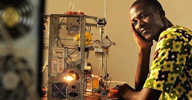 Togolese techie, Kodjo Afate Gnikou, has invented a 3D printer that costs only $100 to make, using easily sourced second-hand electronics. The 3D-printer alleviates the negative effects of E-Waste and is a game-changer for the electronics industry. (Image: Daniel Hayduk, Ulule)