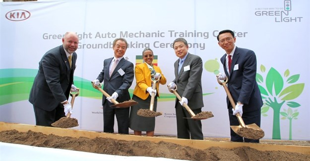 From left: Edward Brown, World Vision Ethiopia national director; In-Shik Kim, president of Korea International Cooperation Agency; Roman Tesfay, First Lady of Federal Democratic Republic of Ethiopia; Jin-Haeng Chung, president of Hyundai Motor Group; Soon-Nam Lee, president of Kia Middle East & Africa regional headquarters.