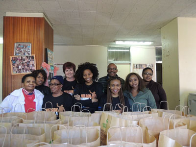 The elderly, chronically ill and destitute at the Tswelopele Frail Care Centre in Hillbrow were thrilled to receive goody bags containing comfy gowns, socks and snacks. They also enjoyed a lunch prepared by volunteer Sappi staff.