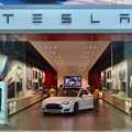 Tesla to build self-driving tech into all cars