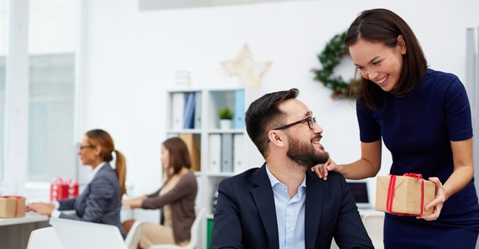 Do's and don'ts when decorating the office for the festive season