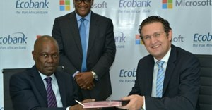 Ade Ayeyemi, CEO Ecobank Group (left); Amr Kamel , General Manager, Microsoft (right); Richard Uku, Directeur de la Communication, Groupe Ecobank (centre).