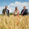 From left: Prof Eugene Cloete (vice-rector: research, innovation and postgraduate studies of Stellenbosch University), the Minister of Science and Technology, Naledi Pandor, and Willem Botes (research leader of Stellenbosch University's Plant Breeding Laboratory). Photo: Stefan Els