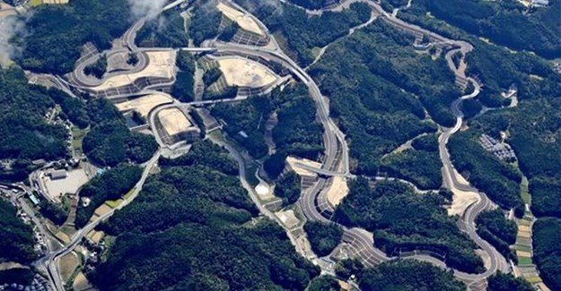 Toyota is building a miniature replica of parts of the Nurburgring Nordschleife circuit in Japan (Credit: )