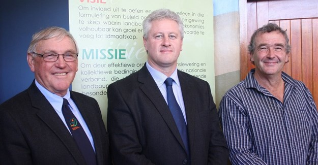 Agri South Africa president Dan Kriek (centre) led a high-powered delegation which addressed Eastern Cape farmers during a provincial road show this week. Agri EC president Doug Stern (left) welcomed Kriek and national representatives including agri transformation expert, Ernest Pringle. (Image supplied)