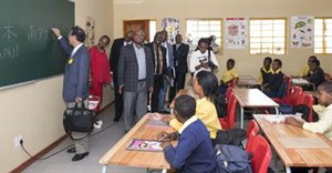 The Ambassador of Japan in the Republic of South Africa, H.E. Mr. Shigeyuki Hiroki, shares a lesson in Japanese with the learners of Mpolokeng Primary School in Botshabelo, which falls within the Motheo district in the Free State Province.