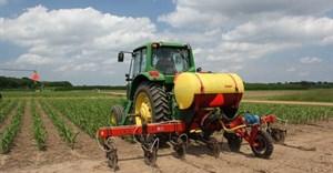 A new way to curb nitrogen pollution: Regulate fertiliser producers, not just farmers