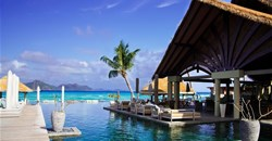 How many tourists can Seychelles accommodate?