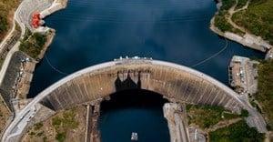 Aerial view of Kariba dam. Dmitriy Kandinskiy/Shutterstock