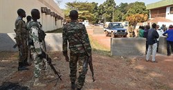 Central African Republic gendarmes and police officers are seen on January 2, 2016, in Bangui. Police in Bangui allegedly assaulted two French reporters from AFP recently. Credit: CPJ/AFP/Issouf Sanogo.