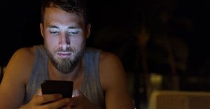 Report shows average of 800 hours spent using mobile internet this year