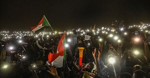 Sudanese protesters are seen with their smartphones in Khartoum on April 21, 2019. CPJ has called on South African telecommunications company MTN Group to end its role in Sudan's internet shutdowns. Credit: CPJ/AFP/Ozan Kose.