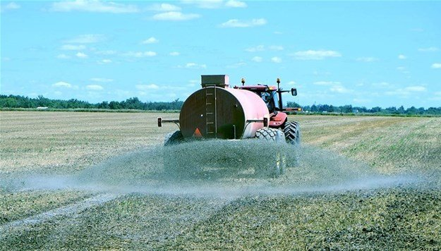 Spraying fertilizer on farmland. Scientists warn there must be a balance between increasing access to fertilisers and preventing overuse. © from