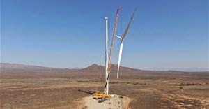 Perdekraal East Wind Farm erects first turbine using local team