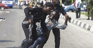 Fighting breaks out as security personnel attempt to re-arrest Nigerian activist and journalist Omoyele Sowore at the Federal High Court in Abuja, Nigeria, on December 6, 2019. Sowore and other activist-journalists have been jailed in Nigeria and Ethiopia amid a crackdown on free expression. Credit: CPJ/Reuters/Afolabi Sotunde.