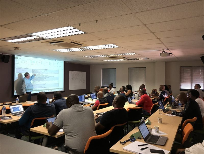 Facilitator, Bernard Vorster, engaging with delegates from the Independent Development Trust (IDT), for the Project Quality, Risk and Time Management short course, hosted at the Enterprises University of Pretoria.