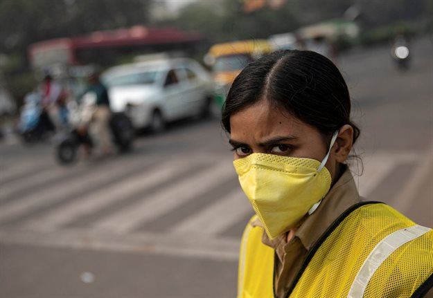 A police officer wears a mask to protect herself from air pollution at a junction during restrictions on private vehicles based on registration plates on a smoggy morning in New Delhi, India. Reuters/Danish Siddiqu