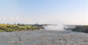 Last sluice gate at Vaal Dam closed