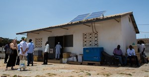Solar energy is an invaluable resource in rural areas like this facility in Gambia. Gavi/2018/Guido Dingemans