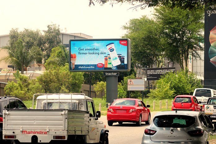 The power of dynamic DOOH: New Vaseline campaign delivers content that responds to the weather