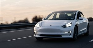 Tesla with 'no one' driving crashes, killing two passengers