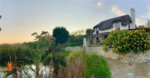 Relax and recharge at The Guardian guest house in Hemel-en-Aarde
