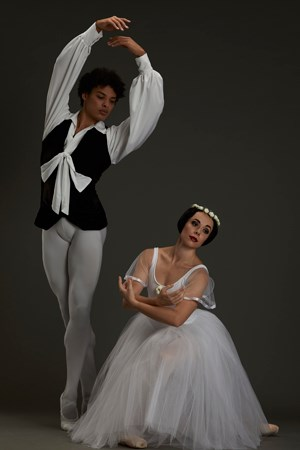 Lêusson Muniz and Leané Theunissen in Les Sylphides - © Oscar o Ryan