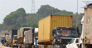 Trucks loaded with goods had been waiting for weeks to cross the Côte d'Ivoire-Ghana borders at Elubo/Noe. © Franck Kuwonu/Africa Renewal