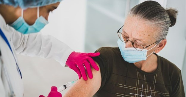 South Africa should train all pharmacists to give vaccinations