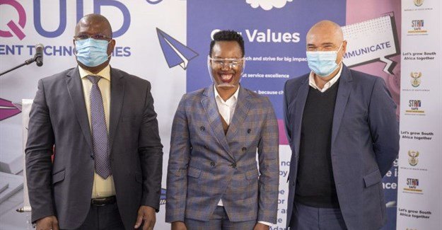 From L-R: Premier Eastern Cape Provincial Government, Honourable Lubabalo Oscar Mabuyane officially; The Minister of Communications and Digital Technologies, Honourable Stella Ndabeni Abrahams (MP) and Craig van Rooyen, Chief Commercial Officer Liquid Intelligent Technologies South Africa