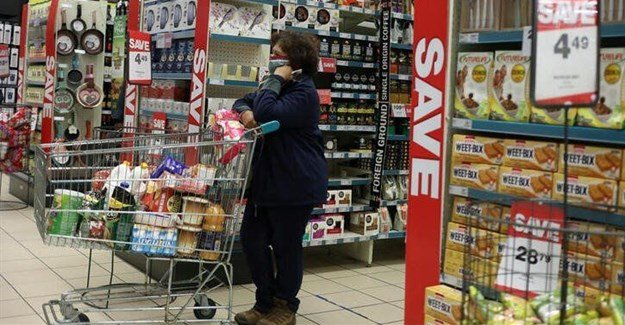 A shopper wearing a face mask waits her turn to pay for her grocery items, amid the spread of the coronavirus disease (Covid-19) at Mall of the south, in Johannesburg, South Africa, 17 June 2020. Source: Reuters/Siphiwe Sibeko