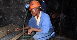 A Zimbabwean miner works underground at Metallon Gold mine in Shamva, about 80 km north of the capital Harare, June 14, 2011. Reuters/Philimon Bulawayo/File Photo