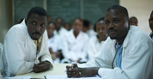 Many doctors and healthcare staff feel the need to practice in richer countries that offer a more stable politics, better education and opportunities for their families. Julien Harneis, CC BY-SA